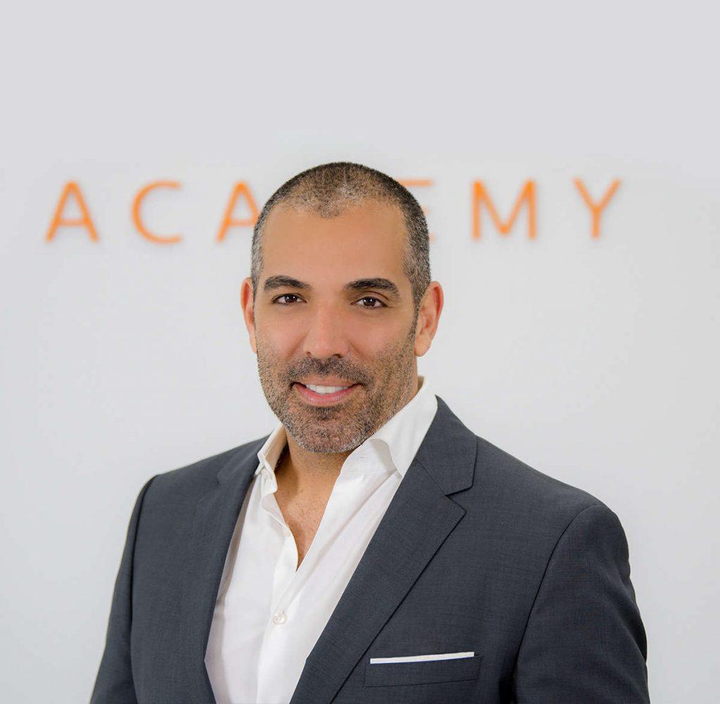 CEO de XTETIC, Adolfo Bejarano es responsable de administrar todas las facetas del negocio.